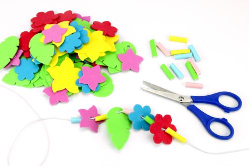 Étape 2 : fabrication du collier de fleurs -